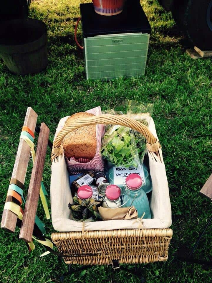 glamping horse box pony and trap Ges picnic