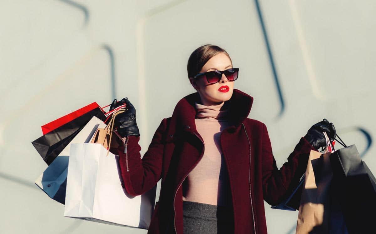 Duty Free Shopping Tips + ZOEVA Travel Brush Set Giveaway!